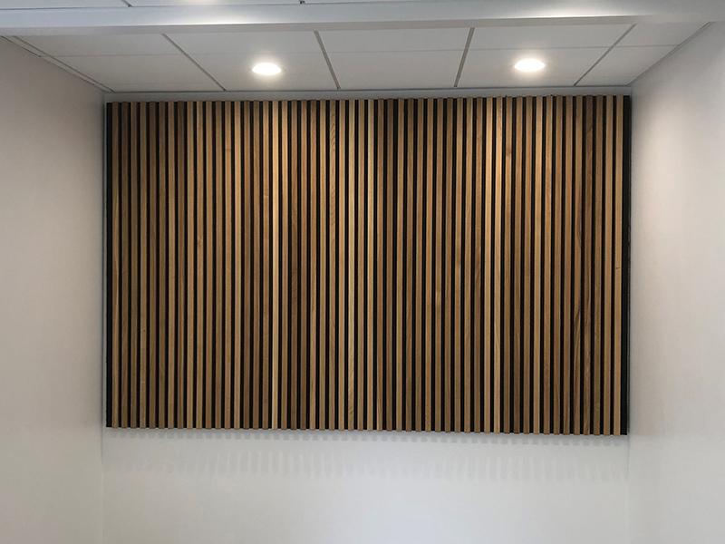 Lamelvæg til kontor fremstillet af Davidsen Inventar